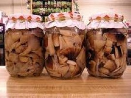 Te grzyby smakują zimą jak świeże. Doskonale nadają się do wszelkiego rodzaju zapiekanek, sosów, pierogów.  W garnku gotujemy ...