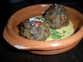 Proste i smaczne danie z wykorzystaniem grzybów leśnych, dodających zwykłej potrawie niezwykłego aromatu. Z mięsa drobiowego, j...