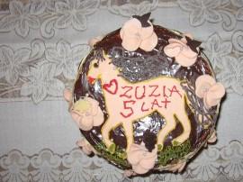 Przepis jest dość prosty a naprawdę za pomocą tej masy (oczywiście jest jadalna) możemy pięknie udekorować nasz tort wprawiając ...