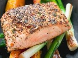 Warzywa myjemy,obieramy, marchewkę, pietruszkę i seler kroimy w słupki a cebulę i pora w półplasterki, kapustę szatkujemy. Na p...