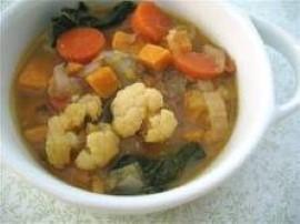 Wszystkie składniki pokroić w kostkę,  pomidory wrzucić w całości do  wysokiego gara zalać  wszystkie warzywa woda i gotować do ...