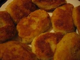 Kuchnia góralska - otoczaki dunajeckie, wg Ewy Wachowicz. Fasolę namaczamy na noc. Następnie gotujemy do miękkości w lekko osolo...