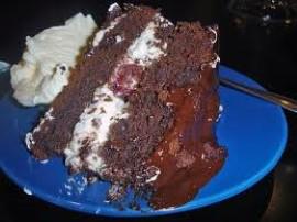 Pyszne i bardzo ciekawe pod względem wyglądu ciasto. Żółtka oddzielamy od białek, z białek ubijamy pianę. Margarynę ucieramy z c...