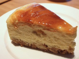 Mąkę siekamy z masłem do momentu aż powstanie kruszonka, następnie wbijamy jajko, dodajemy cukier i zagniatamy ciasto wraz ze sz...