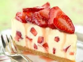 Pyszny i niskokaloryczny tort z truskawkami, przepis Ewy Wachowicz z programu Ewa gotuje.  W modyfikacji tort możemy przyrządzi...