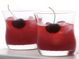 Pachnąca nalewka wiśniowa. Owoce myjemy, osuszamy i drylujemy. Wsypujemy do większego słoja i zalewamy alkoholem, odstawiamy w c...