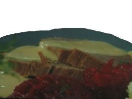 Pyszne mięso w sosie chrzanowym z programu Ewa Gotuje. Sztukę mięsa myjemy i osuszamy. W garnku rozgrzewamy i obsmażamy (bez uż...