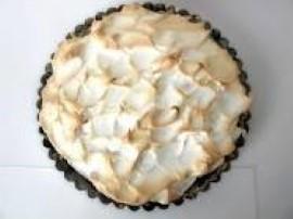 Ciasto na maślance z programu Ewa gotuje. Do miski wbijamy 2 całe jajka i 3 żółtka - (pozostałe 3 białka odkładamy do ubicia pia...