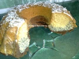 Masło, cukier puder, żółtko i jajko zmiksować. Dodać mąkę, aromat, proszek do pieczenia i mleko.  Ciasto podzielić na trzy częś...