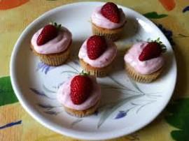 1.Składniki na ciasto zagnieść. Wstawić na 2 godziny do lodówki. Schłodzone ciasto rozwałkować. Posługując się tależykiem, wy...