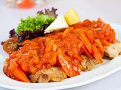 Pyszna ryba po grecku Magdy Gessler z programu Kuchenne Rewolucje zaprezentowana w restauracji Łebska Chata w Łebie. Potrawa sma...