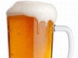 Wlać piwo do kufla, 50 ml do kieliszka. Po czym delikatnie wpuścić wódkę z kieliszkiem do piwa. Nie mieszać! Gotowe:D Po trzech ...