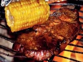 Marynata: W naczyniu, w którym będziemy marynować mięso, mieszamy oliwę, wino, rozdrobniony czosnek, całe opakowanie przyprawy n...