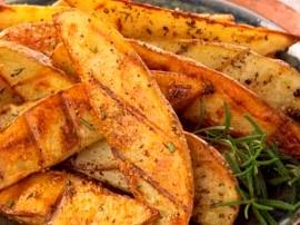 Ziemniaki dokładnie wyszorować i wstawić do piekarnika nagrzanego do temperatury 180 stopni C na ok. 15-20 min. Lekko ostudzić ...