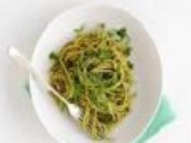 Makaron z pesto smakuje wyśmienicie - w dodatku jest to danie niezwykle szybkie do przygotowania, dla zdecydowanych miłośników m...