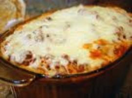 Schab lekko rozbić, przyprawić solą, wegetą i pieprzem. Marchewkę pokroić w plasterki, cebulę w półplasterki. Na dnie naczynia ...