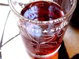Nalewka z wiśni- przepis wg staropolskiej kuchni. Owoce umyć, wydrylować, zalać alkoholami i odstawić na tydzień, codziennie po...