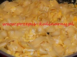 Bardzo proste i bardzo smaczne lekkie danie, kojarzy mi się ze ... studenckimi czasami ;-)  Makaron gotujemy wg przepisu na op...