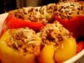 Przepis na paprykę faszerowaną mięsem i ryżem. W papryce odcinamy wierzch, usuwamy gniazda nasienne, myjemy, suszymy. Cebulę i...