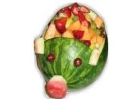 Pomys� na sa�atk� owocow� z sosem jogurtowym mo�e by� wykorzystany np. na przyj�ciu dla dzieci (kinderbal), mo�na j� poda� w arb...
