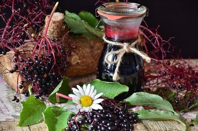 Nalewka z soku owoców czarnego bzu.